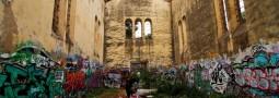 L'église de Frejus marquée par le temps.